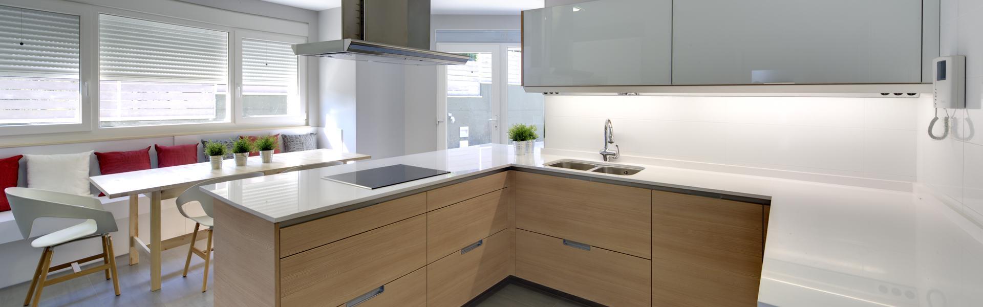 Cocinas de vidrio estudio cocinas dc - Cocinas con peninsula fotos ...