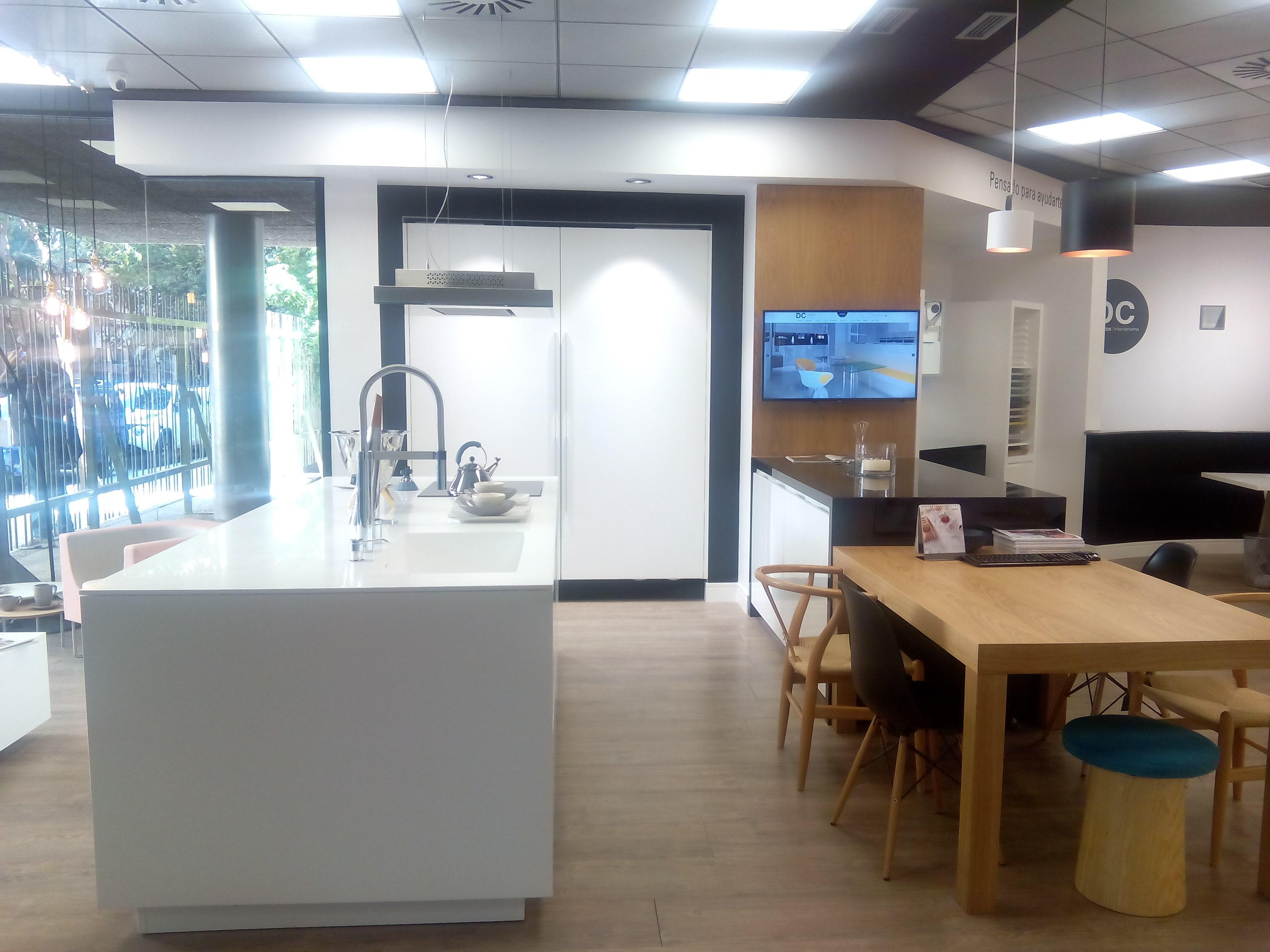Cocina Santos Intra / Coplanar + Encimera + Mesa – 14.155 € + IVA ...