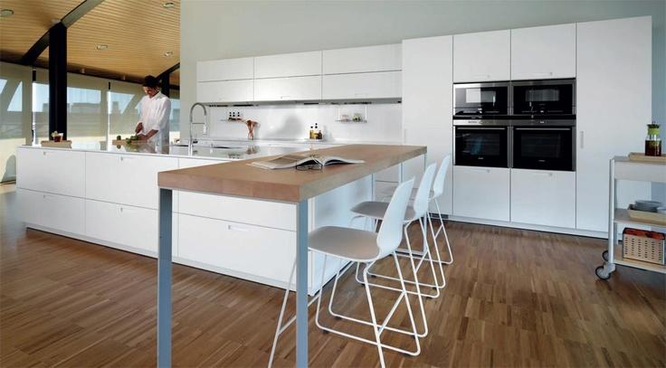 Cocinas con barra de desayuno estudio cocinas dc for Modelo de cocina con barra