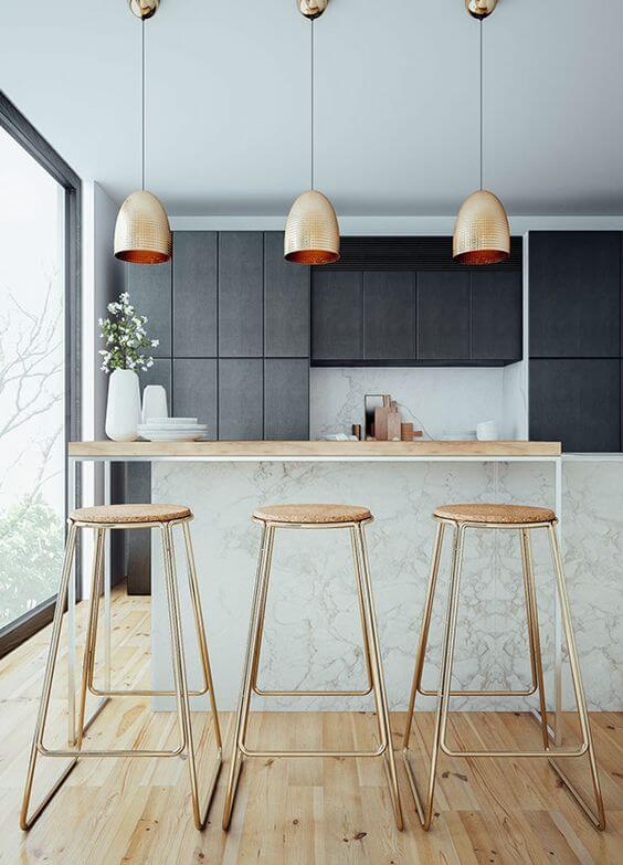 Toques dorados en la decoración de la cocina