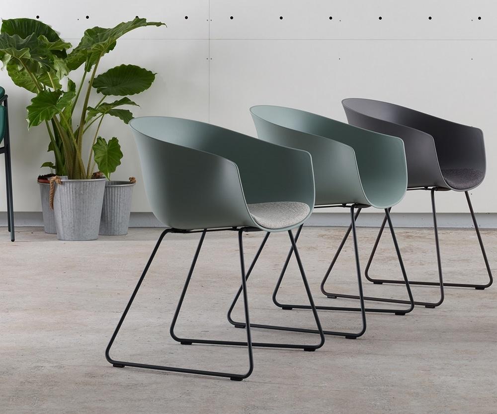 Sillas de estilo para nuestras cocinas estudio cocinas dc for Modelos de sillas de cocina