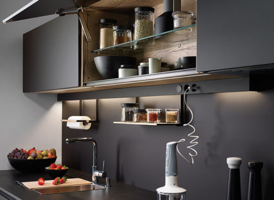 Módulo alto de cocina Santos negra abierto