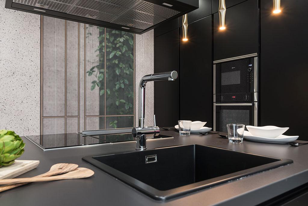 Isla en cocina de diseño moderno