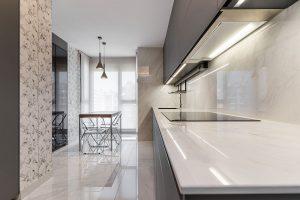 Encimera blanca de cocina y mesa office