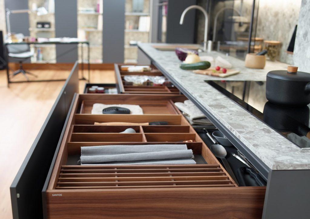 Controles de calidad de los muebles de Cocina Santos